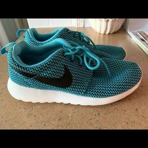 Woman Nike tennis shoes